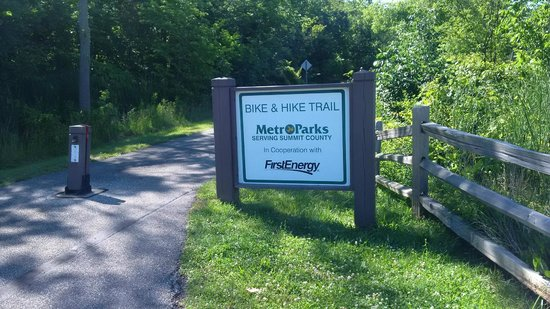 DoubleTree by Hilton Hotel Cleveland-Independence: One of the many bike trails!