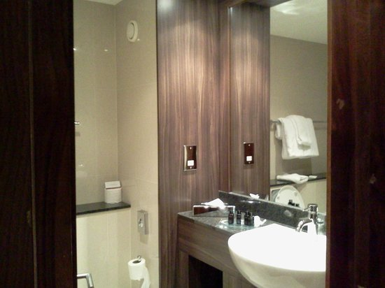 Trinity City Hotel: Spotless bathroom
