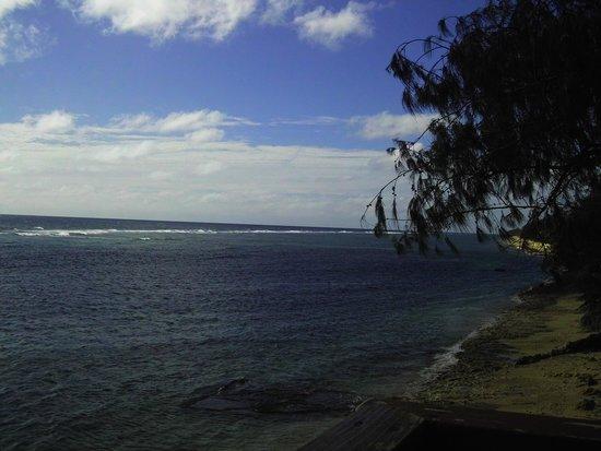 Liku'alofa Beach Resort : Along the shore