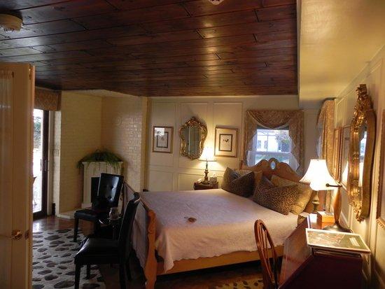 Historic Jacob Hill Inn: Vanderbilt room