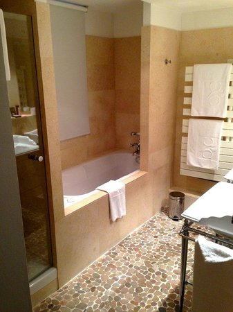 Hotel Cour du Corbeau Strasbourg - MGallery Collection : Our bathroom
