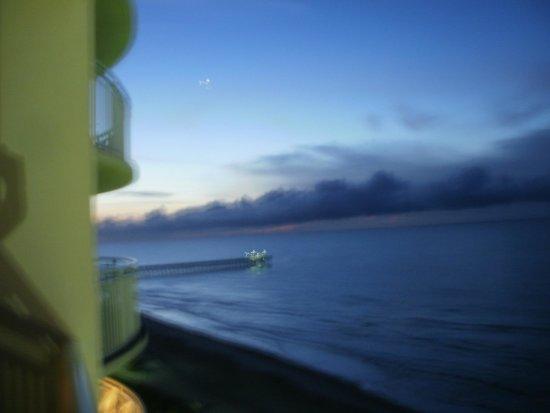Sandy Beach Resort : view of the pier
