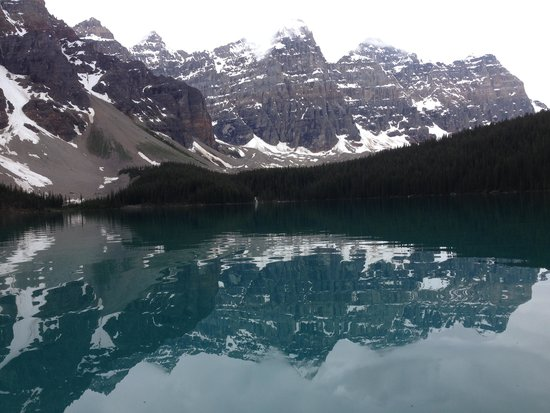 Moraine Lake Lodge: Early morning on the Lake