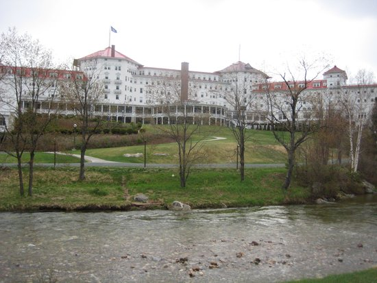 Omni Mount Washington Resort: the back of the hotel from the golf course