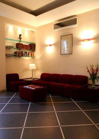 Hotel Garda: Lobby View