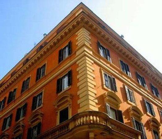 Hotel Garda: Exterior View