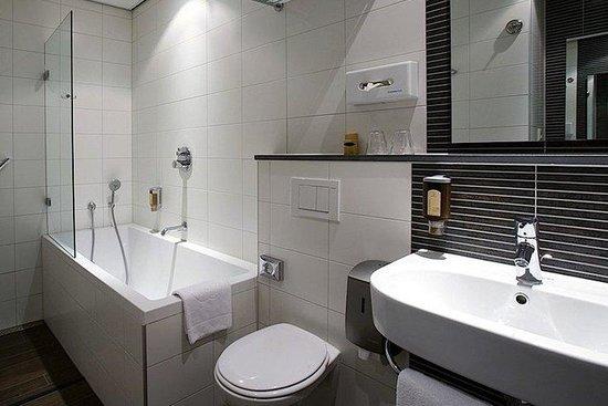 โฮเต็ล อาร์มสเตอร์ดัม เดอ รูจ เลอูว์: Bathroom Superior Room