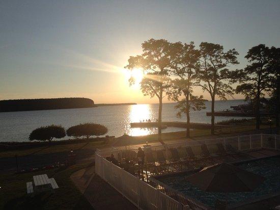 Edgewater Resort: Sunset