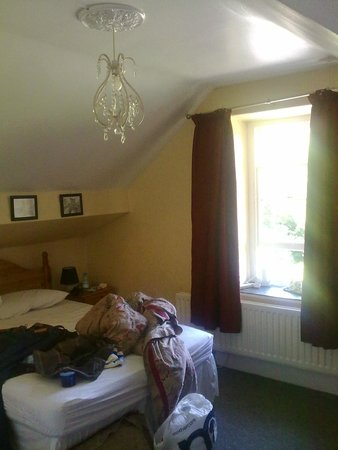 Brooklands Guest House: our room with double pitched roof areas