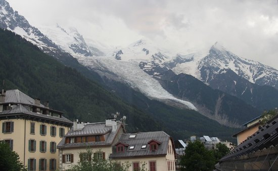Hotel Le Faucigny: Windows View of Mont Blanc