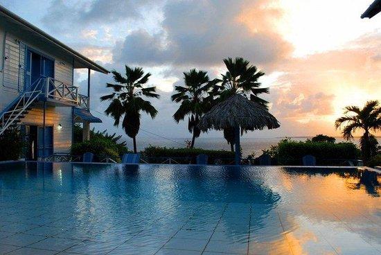Half Moon Blue Hotel: Pool at Sunset