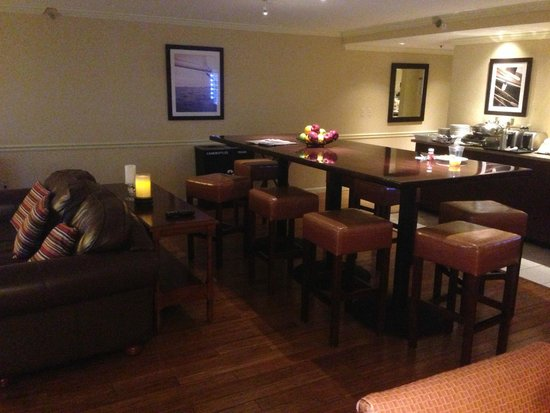 Sheraton Providence Airport Hotel: Club lounge