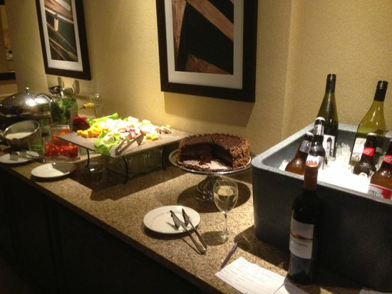 Sheraton Providence Airport Hotel : Club lounge