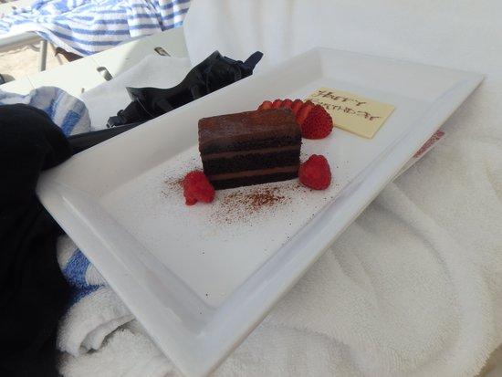 Grand Cayman Marriott Beach Resort : Birthday Cake