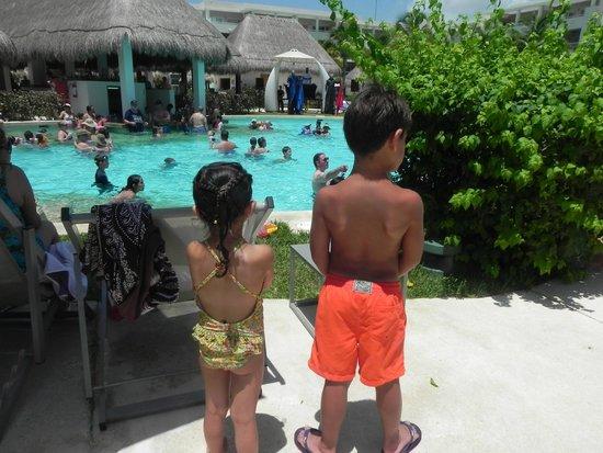 Paradisus Playa Del Carmen La Esmeralda: Pool side fun