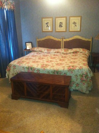 The Preston County Inn : king bed