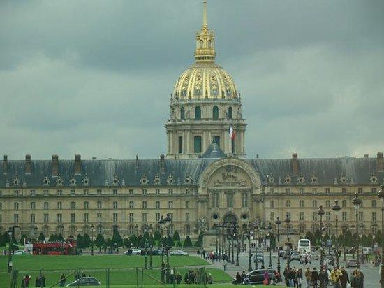 ibis Paris Tour Eiffel Cambronne 15ème: Atrações ao alcance da caminhada.