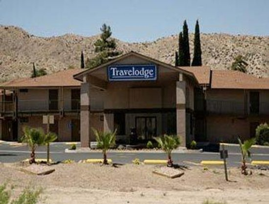 Travelodge Inn and Suites Yucca Valley/Joshua Tree Nat'l Park : Welcome to the Travelodge Inn and Suites Yucca Velley/Joshua Tree Natl Park