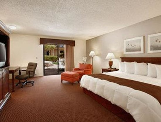Travelodge Inn and Suites Yucca Valley/Joshua Tree Nat'l Park: Standard King Room