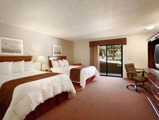 Travelodge Inn and Suites Yucca Valley/Joshua Tree Nat'l Park: Standard Two Double Room