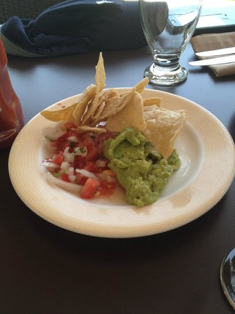 Dreams Tulum Resort & Spa: Mexican Restaurant Chips and FRESH salsa/Guacamole! DEEELISH!