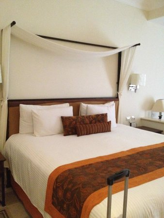 Dreams Tulum Resort & Spa: Comfy King Size!