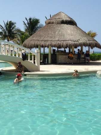 Dreams Tulum Resort & Spa: Swim Up Bar