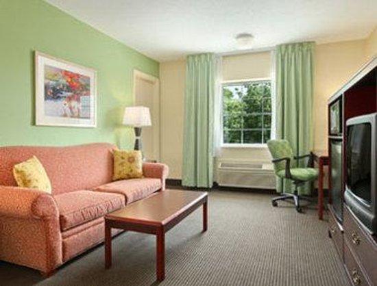 Baymont Inn & Suites Jefferson City: Suite