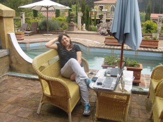 Villa Toscana Boutique Hotel: Al lado de la piscina