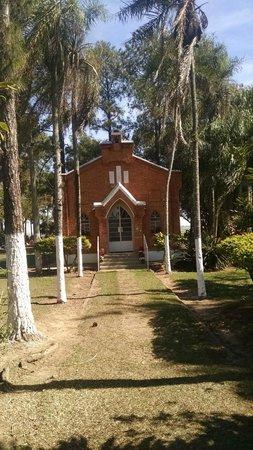 Santa Barbara d'Oeste, SP: Capela na frente do cemitério