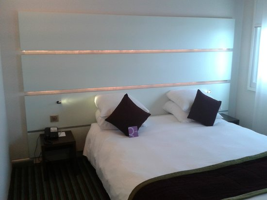 Liseuse led t te de lit picture of mercure paris ivry for Lampe liseuse tete de lit
