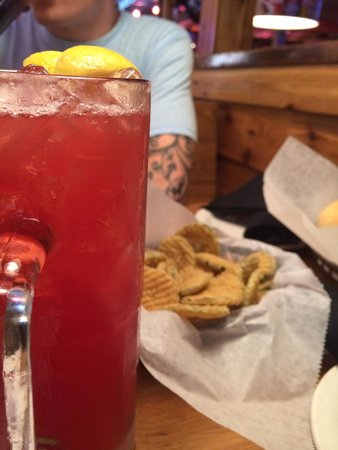 Texas Roadhouse: Cowboy cooler and the most amazing fresh fried pickles