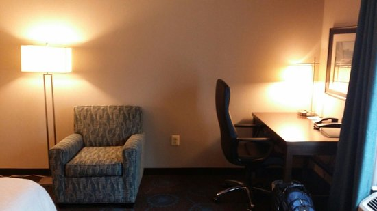 Hampton Inn & Suites Edgewood/Aberdeen-South: Desk area