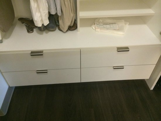Element Dallas Fort Worth Airport North : Dresser drawers under closet