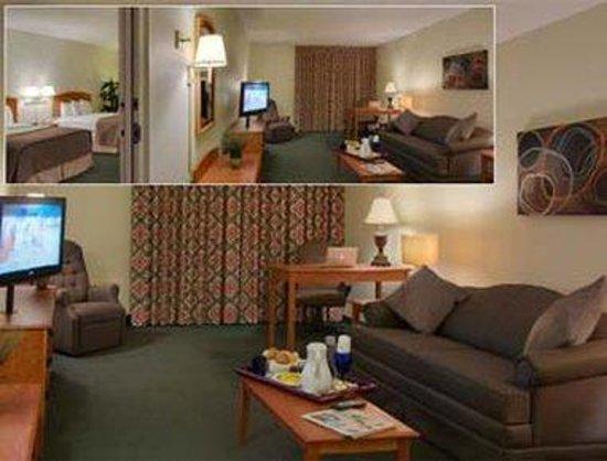 Baymont Inn & Suites Houston- Sam Houston Parkway: Suite