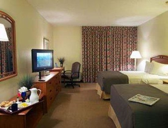 Baymont Inn & Suites Houston- Sam Houston Parkway: Two Double Beds Guest Room