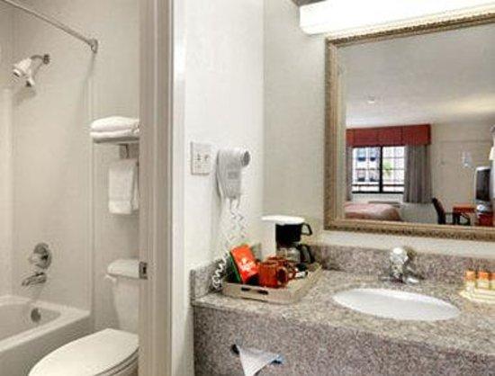 Days Inn Portland/corpus Christi: Bathroom