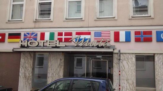 Mate Dependance Hotel: A entrada do hotel