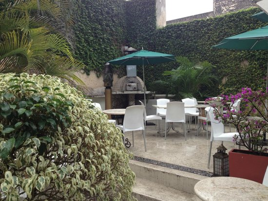 Piedra de Agua Hotel Boutique: Outdoor seating and dining