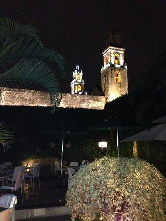 Piedra de Agua Hotel Boutique: Evening Courtyard View