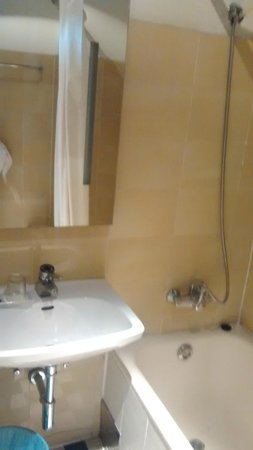 Mate Dependance Hotel: A área do chuveiro