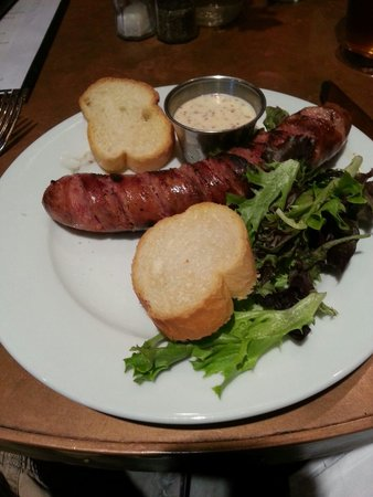 Hotel St. Marie: Alligator sausage during Happy Hour!  Must try