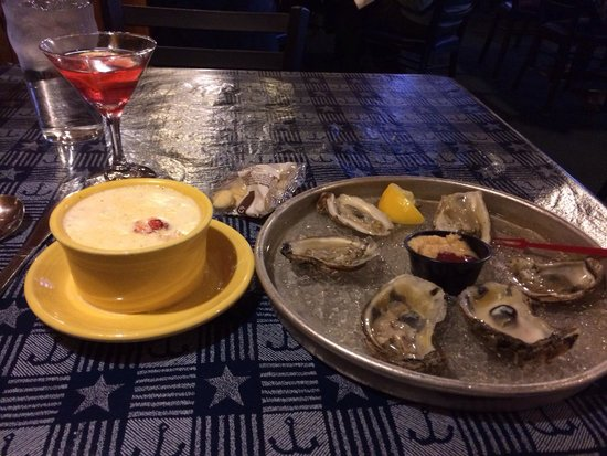 Billy's Chowder House : Lobster stew and oysters delicious!