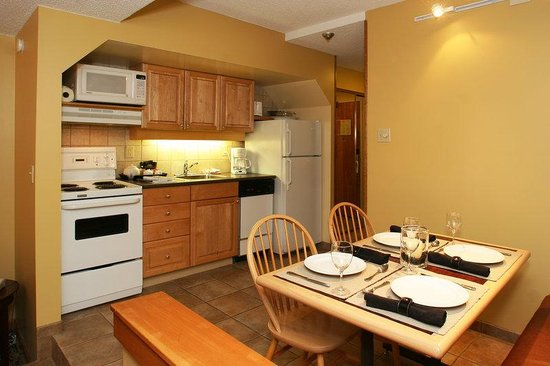 Mountainside Lodge: Suite Kitchen