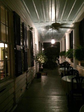 The Rhett House Inn: Veranda