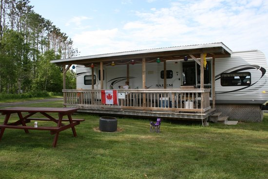 Upper Clements Cottages: 36' RV