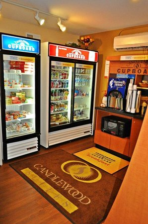 Candlewood Suites Raleigh - Crabtree: Candlewood Cupboard I
