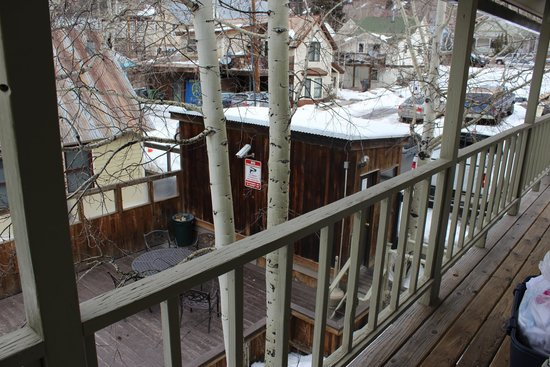 The Victorian Inn : sauna and hot tub outside of our room