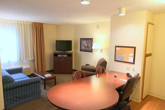 Candlewood Suites Richmond West End Short Pump: Deluxe Room One Bedroom Suite