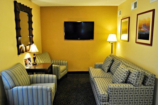 Candlewood Suites Raleigh - Crabtree: Hotel Lobby